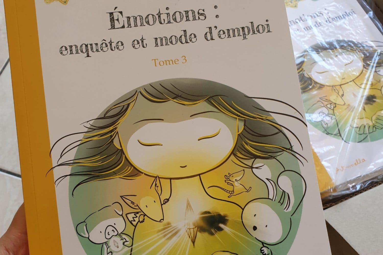 Aperçu de la couverture du tome 3 de la BD d'Art-mella : émotions, enquête et mode d'emploi