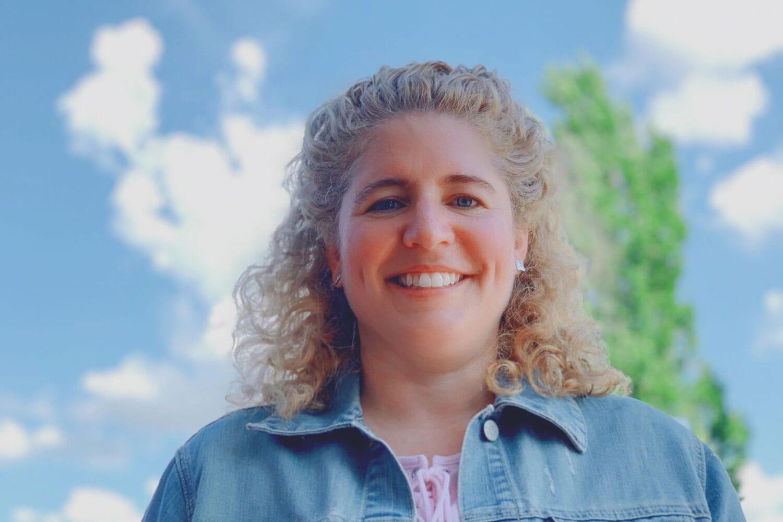Portrait de Mme Geneviève, enseignante extraordinaire