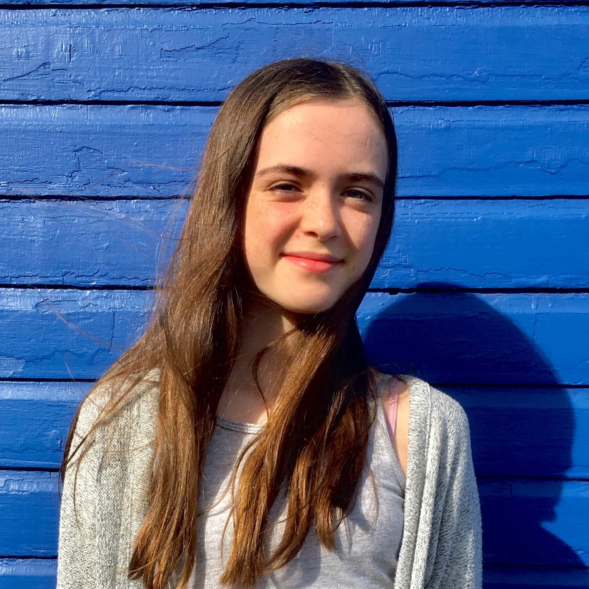 Portrait de Sophie, auteure de cet article Jeunesse portant sur les impacts écologiques du tourisme.