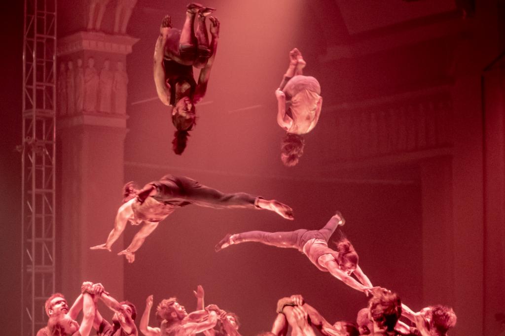 Photographie artistique de l'École de cirque de Québec en pleine action